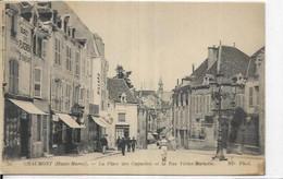 D 52.  CHAUMONT.  LA PLACE DES CAPUCINS ET LA RUE VICTOR MARIOTTE. BAR TABAC - Chaumont