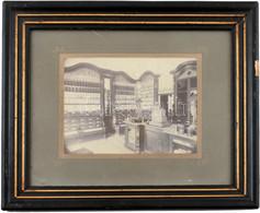 Cca 1905-1910 Magyarországi Gyógyszertér Belső Fotója, Korabeli üvegezett Keretben, 15×19,5 Cm - Non Classificati