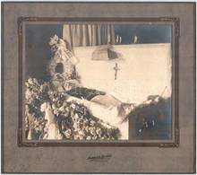 Cca 1910 Az Utolsó Fénykép, Ravatalon, Vintage Fotó, átadó Mappában, 19x24 Cm, Mappa 28x31,5 Cm - Non Classificati