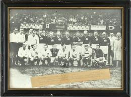 1946 Magyarország-Ausztria (2:0) Labdarúgómérkőzés A Magyar Csapatról Készült Tablókép Rajta Puskással, Bekeretezve / 19 - Non Classificati