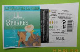 1  ETIQUETTE De BIERE   BRASSERIE DES 3 PHARES   La Belle De La Criée  ( Décollée De La Bouteille) - Birra