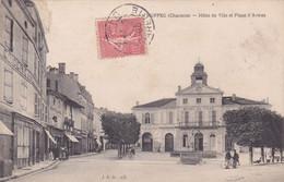 Cpa RUFFEC HOTEL DE VILLE ET PLACE D ARMES 1906 - Ruffec