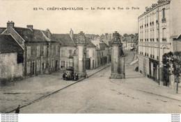D60  CREPY- EN- VALOIS  La Porte Et La Rue De Paris  ..... - Crepy En Valois
