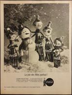 Publicité Papier 1961 Noir Et Blanc Coca-Cola La Joie Des Fêtes Partout  Noël Sapin Snowman 20 X 26, 5 Cm - Altri