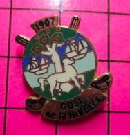 1215A Pin's Pins / Beau Et Rare / THEME : SPORTS / CHEVAL BLANC VOILIERS 1907 GOLF DE LA NIVELLE Ils Ont Le Niveau ? - Golf