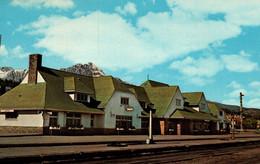 Canada - Alberta - Canadian National Railway, Station In Jasper Park (la Gare) Pyramid Mountain, Indian Raven Totem - Jasper