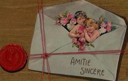 Belle Illustrée Gaufrée Dorée : Deux Anges  Sortant D'une Lettre Cachetée . Roses - Engel