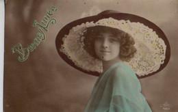 Vraie Photo Colorisée    : Jolie Femme à La Capeline De Dentelle - Frauen