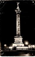 Place De La Concorde (CPA Voyagé 1956) Abîmée Mais Avec Flamme Intéressante - Parigi By Night
