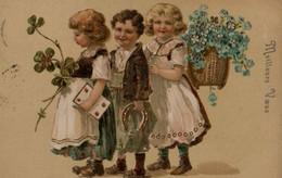 Belle Illustrée Gaufrée Et Dorée : Trois Enfants Aux Symboles De Chance . - Gruppen Von Kindern Und Familien