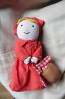 Petite Poupée De Chiffon Ou Doudou Bébé - Petit Chaperon Rouge Et Son Panier - Bambole