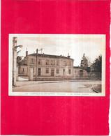 CASTELNAU DE MEDOC - 33 - Le Groupe Scolaire - Edit Renaud-Buzaud - IVOI - - Autres Communes