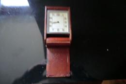 Petite  Pendulette  Réveil De Voyage Jaeger- LeCoultre Eight Days Suisse Des Années 1930 En état De Fonctionnement - - Sveglie