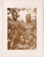 Photo Originale Colonies Francaises Afrique Equatoriale Francaise Jeune Homme Garçon Noir Torse Nu Feuillage 132 - Afrique