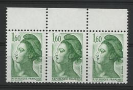 """N° 2319 Type Liberté Avec Variété """"Grande Griffe/trait Sur Le Cou"""" Dans Une Bande De Trois Neufs ** (MNH).TB - Varieties: 1980-89 Mint/hinged"""