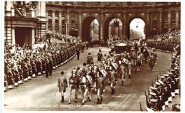 Royaume-Uni - Angleterre - London - The State Coach Atadmiralty Arch - Altri