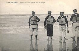 Heist - Heyst - Sauveteurs En Garde Sur La Plage (Carte Lux ) - Heist