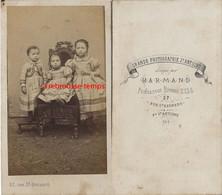 CDV 1ère époque Par Harmand Faubourg Saint Antoine-Paris-trois Enfants En Habits Du Dimanche-second Empire - Oud (voor 1900)
