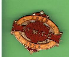 INSIGNE EMAIL 1933 1934 SAINT MORITZ TOBOGGANING CLUB SUISSE CRESTA RUN PISTE SKELETON BOBSLEIGH CELERINA SCHLARIGNA - Sport Invernali