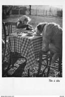 """Photo Cmsm éditions Yvon """" MONIQUE ET MIRETTE """" Son Chien. Tête à Tête - Dogs"""