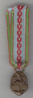 """Médaille Pendante En Réduction, """"République Française, Guerre 1939/1945"""". Bon Ruban. - Heer"""