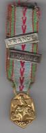 """Médaille Pendante En Réduction, """"République Française, Guerre 1939/1945"""", Barrette """"France"""" Barrette """"Italie"""". Bon Ruban - Heer"""