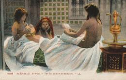 CARTE POSTALE ORIGINALE ANCIENNE : ALGERIE SCENES ET TYPES INTERIEUR MAURESQUE JEUNES FEMMES ARABES SEXY EROTIC PIN UP - Escenas & Tipos