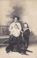 Carte Postale France Photo De Femme Avec Ses Enfants Et Son Chien - Photos