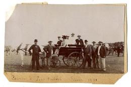 COURSE DE PARIS AUBERT  PHOTO D UN GROUPE  JUIN 1901  -  PETITE PHOTO COLLEE SUR UN SUPPORT CARTONNE - Plaatsen