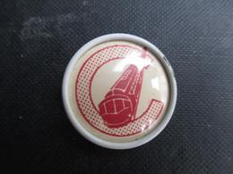 PIN'S Broche Badge (V2107) TRAIN Avec Un Grand C (2 Vues) - Transportation