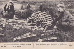 AK Le Cueillette Des Obus Après La Bataille De La Marne - Franz. Soldaten Granathülsen Munition - Ca. 1915 (58042) - Oorlog 1914-18