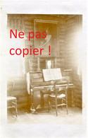 CARTE PHOTO ALLEMANDE - PIANO DANS LE BLOCKHAUS A PROUVAIS PRES DE AMIFONTAINE AISNE - GUERRE 1914 1918 - Oorlog 1914-18