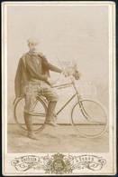 Cca 1895 Férfi Biciklivel, Keményhátú Fotó Czéhula Ludmilla Lőcsei Műterméből, 16,5×11 Cm - Non Classés