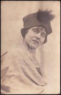1918 Hölgy Kalapban, Fotólap, Hátoldalán Amster József Budapesti Fényképész Címeres Jelzésével, Feliratozva, 14x9 Cm - Non Classés