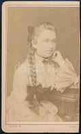 Cca 1860-1870 Copfos Lány Portréja, Keményhátú Fotó Gévay Béla Pesti Műterméből, 10,5x6 Cm - Non Classés