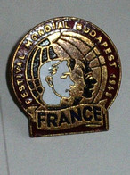 Superbe Broche Métal ( No Pin's ) 1949 Festival Mondial Budapest France - Organisaties