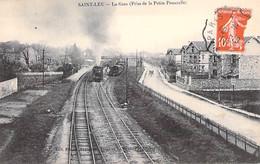GARES Avec TRAIN - 95 - SAINT LEU : La Gare ( Prise De La Petite Passerelle ) Vapeur En Plan Central - CPA - Val D'Oise - Estaciones Con Trenes