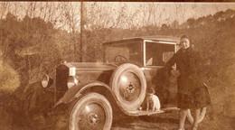 Photographie Anonyme Vintage Snapshot Automobile Voiture Car élégance Dog Chien - Automobile