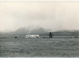 Argentique Automobile Autobus Autocar Dans Les Montagnes Brumes Vintage - Automobile
