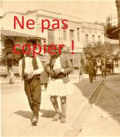PETITE PHOTO FRANÇAISE - UNE RUE DE KOZANI Κοζάνη PRES DE PTOLEMAIDA - GRECE  GUERRE 1914 1918 - 1914-18