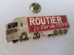 PIN'S  CAMION    ROUTIER  ET FIER DE L'ÊTRE    VOLVO  60X23mm - Transportation