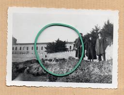 Dept 06 : ( Alpes Maritimes ) Iles De Lérins, Façade Du Monastère, Photo, Animée, 21 Février 1938, Arbres. - Andere