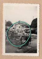 Endroit à Définir, Photo, Maisons, Statue, Voitures, Camionnettes, Mure En Pierres, Arbres, Animée. - Andere