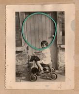 Endroit à Définir, Photo, Porte De Maison, Jeu D'enfant, Cheval Sur Roues, Animée. - Andere