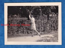 Photo Ancienne Snapshot - USA - Beau Portrait D'un Petit Garçon Jouant Au Golf - Pose Sport Enfant - Sport