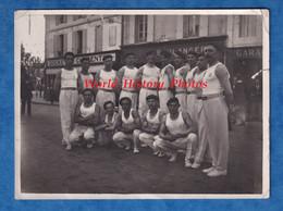 Photo Ancienne - à Situer CHARENTE ? MARITIME ?- Groupe De Garçon Sportif - Angouleme ? Saintes ? Rochefort ? Cognac ? - Sport