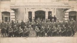 MILITARIA , Carte Photo Coupée , 3 Em Génie , Compagnie D 27 , 14 Em Escouade , 1915 , Baïonnettes - Regimenten
