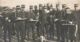 MILITARIA , Carte Photo Coupée , Groupe Gendarmerie 1915 - Regimenten