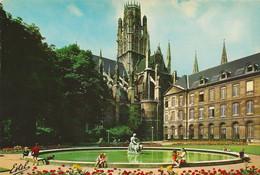Rouen (76) Les Jardins Et L'hôtel De Ville Et L'église De Saint-Ouen ( XVI° Siècle ) - Rouen