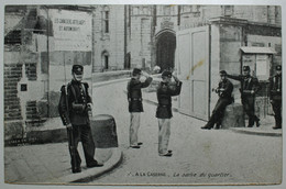 A La Caserne La Sortie Du Quartier - Kazerne